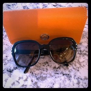 (SOLD!!!) Tory Burch sunglasses